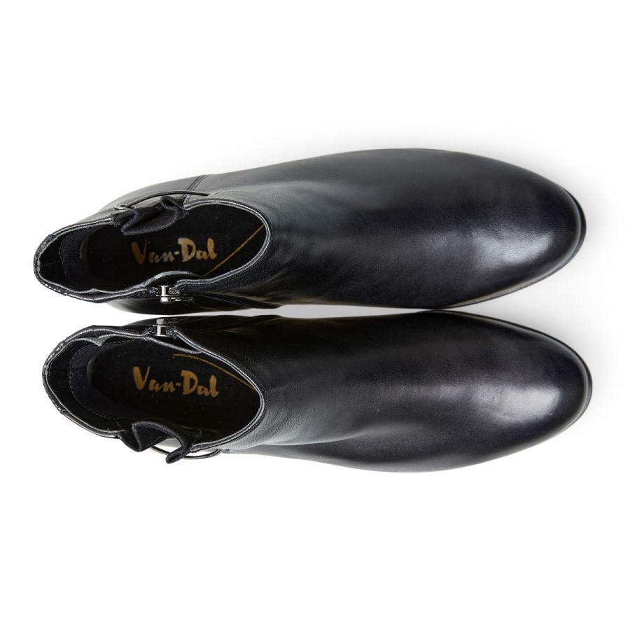 Elvin - Black Leather